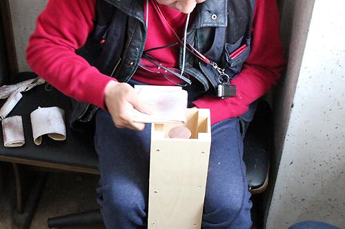 手作りチーズボックス、やすり掛け