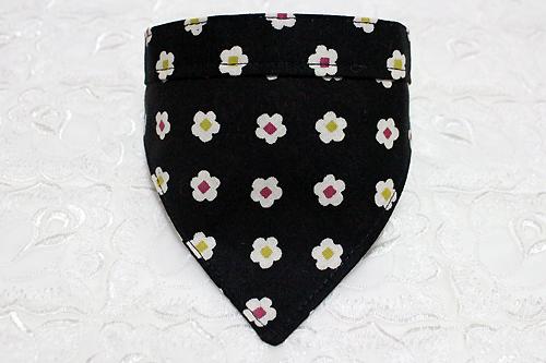 おしゃれバンダナ首輪 和風花柄黒