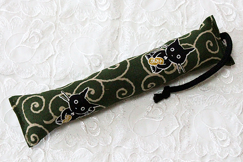 ミニミニキッカー(細長) 唐草猫グリーン