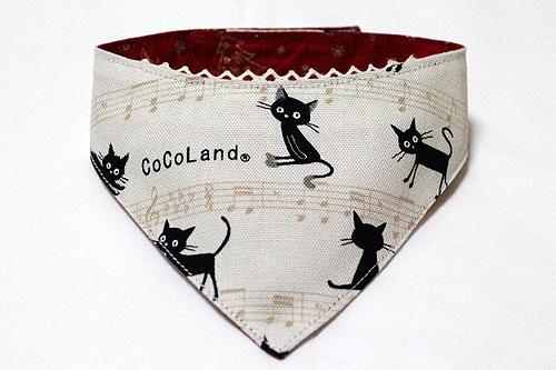 おしゃれ首輪2リバーシブルバンダナ 猫と音符アイボリー×ツリーレッド1