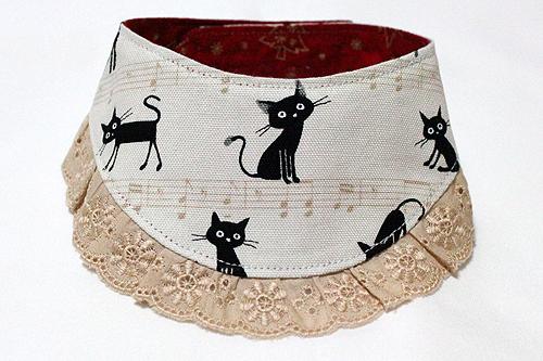 おしゃれ首輪2リバーシブルバンダナフリフリレース 猫と音符アイボリー×ツリーレッド、ベージュレース1