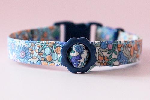 猫の首輪、花柄ブルー