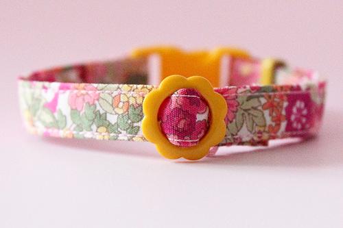 猫の首輪、花柄ピンク