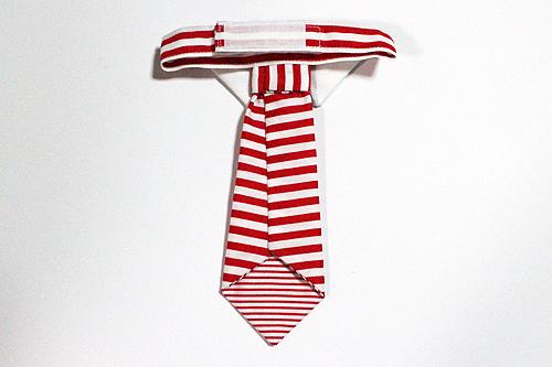 猫のおしゃれネクタイ、ストライプレッド裏面