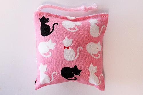 ミニミニキッカー(おざぶ)シルエットリボン猫ピンク