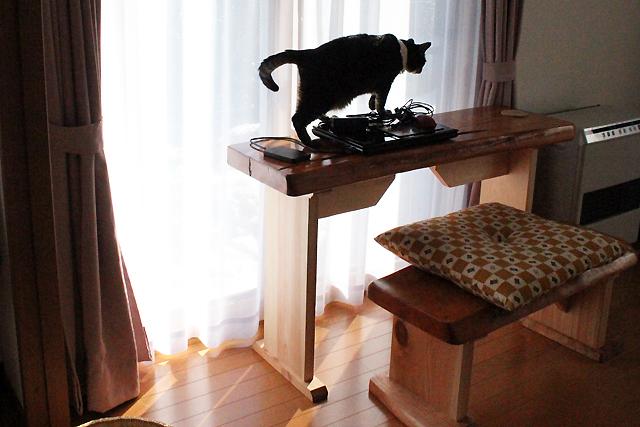天然木イチイのテーブルとイス2
