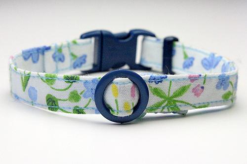 猫の手作り首輪、花柄リリーブルー