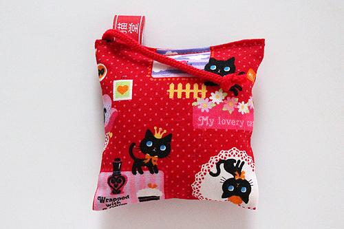 ミニミニキッカー(おざぶ)ルンルン黒猫、レッド