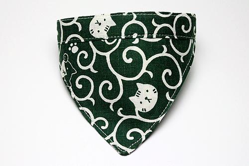 おしゃれバンダナ首輪「猫と唐草」緑