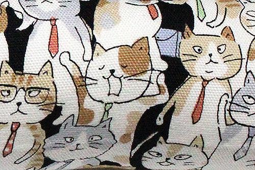またたび入り手作りキッカー「サラリーマン猫」あくびをする猫