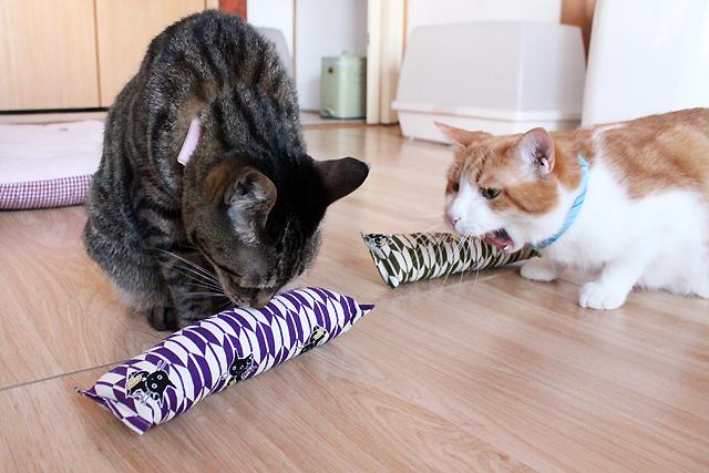 手作りキッカー 招き猫(矢がすり)紫